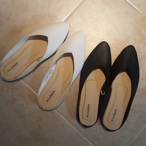 Shoes - Bundle of white and black flat mules